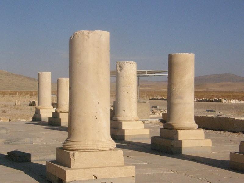 Bar-e-Um palace