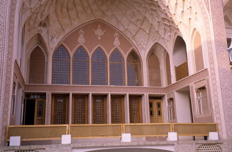 Panjdari (a five windowed room)