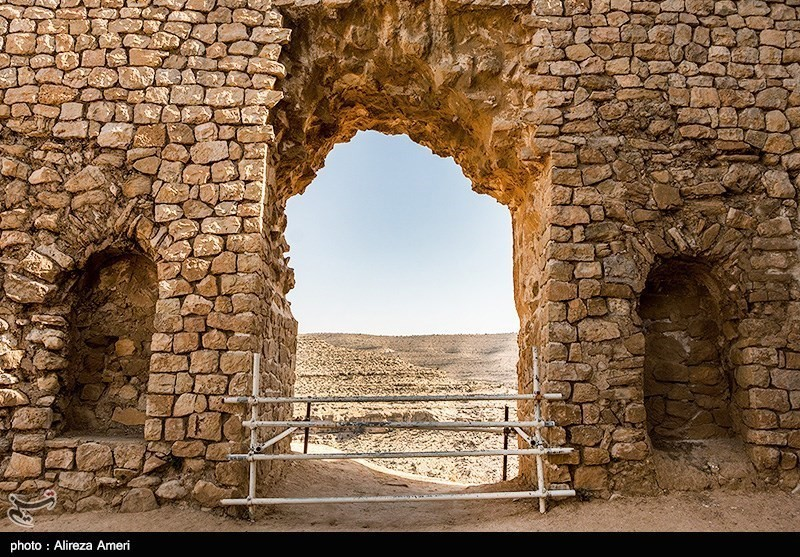 Qal'eh Dokhtar (The Maiden Castle), a presumed strategic castle